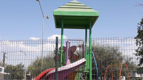 Se refugian en parques por ola de calor