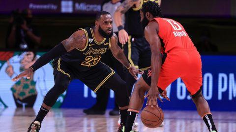 James y Davis encaminan a Lakers a empatar la serie