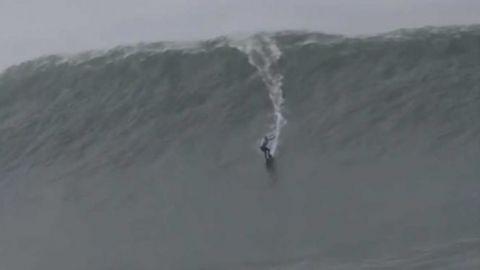 Récord mundial femenil: monta una ola de 22.4 metros