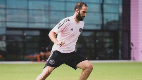 Gonzalo Higuaín jugará con Rodolfo Pizarro