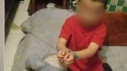 Niño de 4 años al que sus padres ataban a una cama en Colombia fue rescatado