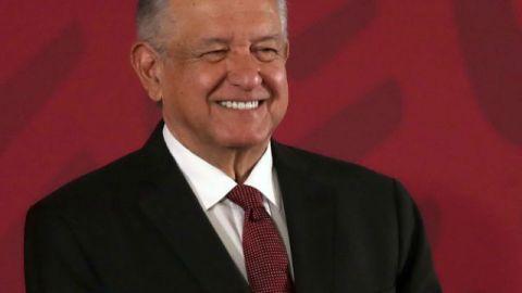 Presidente de México exhibe a los columnistas críticos con su Gobierno