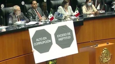 """Reciben a Alcocer con etiquetado """"Exceso de Ineptitud"""" en el Senado"""