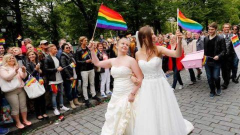 Llaman a aprobar matrimonio igualitario
