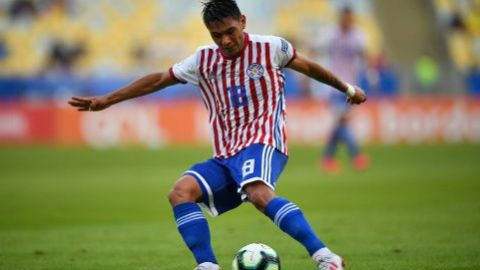 Santiago Arzamendia se retira del plantel de Paraguay tras dar positivo a COVID