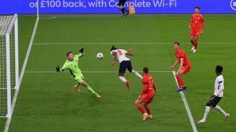 Con alineación alterna Inglaterra golea a Gales