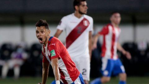 Paraguay y Perú empatan con dobletes de Ángel Romero y André Carrillo