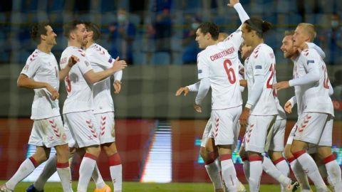 Dinamarca firma su primer triunfo con una goleada exagerada