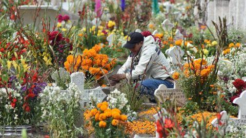 Por Covid, sólo se permitirán dos visitantes por tumba en Sinaloa