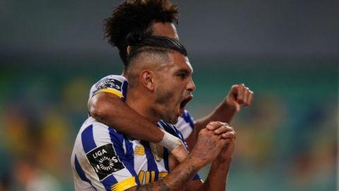 """Mira el golazo del """"Tecatito"""" Corona frente al Sporting"""
