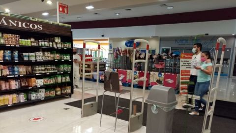 Ignoran medidas sanitarias en supermercados de Tijuana