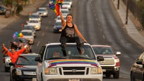 Realizan caravana LGBT en Mexicali, piden que se apruebe matrimonio Gay