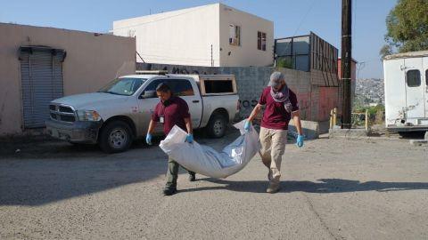 VIDEO: Encuentran CUERPOS enterrados en cerro de Tijuana