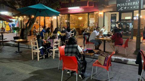 Reactivan economía restauranteros con servicio al aire libre