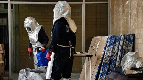 Panista entrega urna para cenizas a Alcocer por muertes de Covid