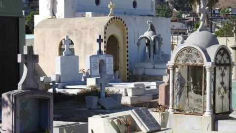 Panteones municipales permanecerán cerrados por celebración de día de muertos