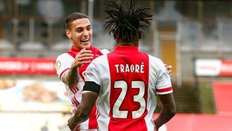 El Ajax de Edson Álvarez gana 13-0 al VVV Venlo en Holanda