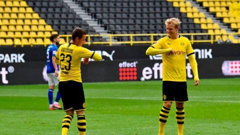 El Dortmund domina golea al Schalke en el derbi del Ruhr