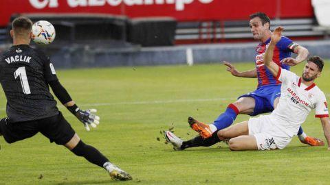 El Eibar sorprende a un espeso Sevilla