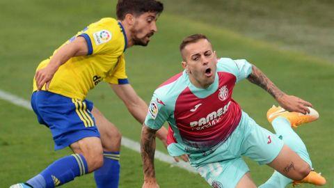 El Villarreal deja pasar la opción del liderato ante un rocoso Cádiz