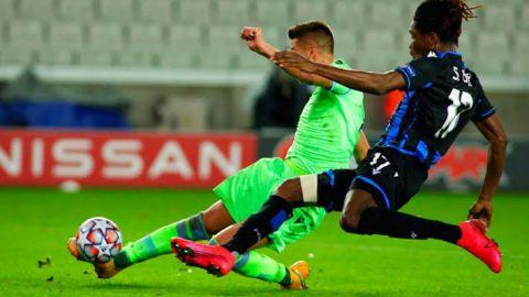 El Lazio resiste al Brujas y a la covid-19 con un gol de Correa