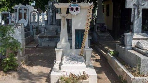 Reitera llamado para que no asista a panteones por Día de Muertos