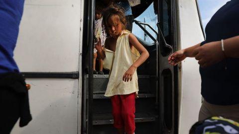 EU expulsa a niños migrantes de otros países a México, reporta NYT