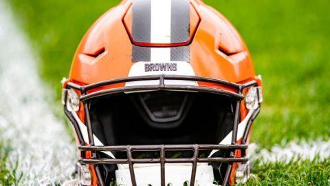 Browns tienen reuniones remotas luego de que jugadores presentan síntomas