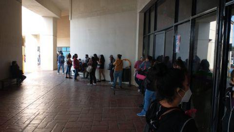 Largas filas por recibos locos de la CESPT