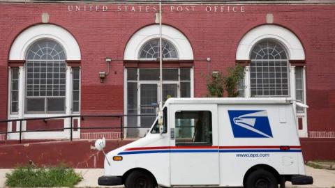 Juez ordena a servicio postal de EU que revise si hay retraso de votos