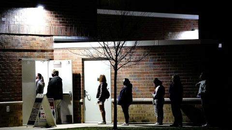 Trump va ganando por votos, pero Biden tiene más colegios electorales