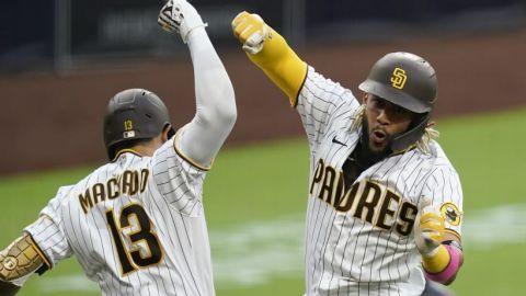 Tatis Jr. y Machado festejan con sus bats de plata