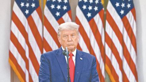 Abogados abandonan a Trump en litigios