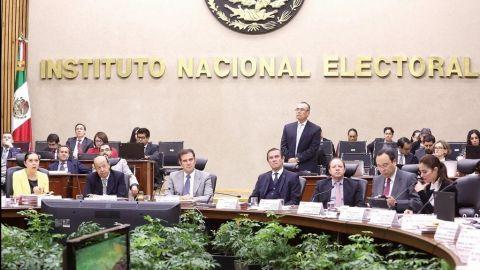 "Morena ""revive"" a muertos, 5 mil firmas para consulta son de difuntos"