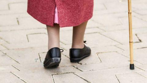 Detienen a 2 abuelitas que llevaban droga en los zapatos