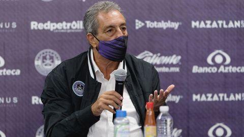 Chivas gastó 35 millones de dólares y siguen igual: Tomás Boy