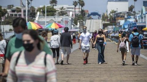 Anuncian ''toque de queda'' en California por COVID