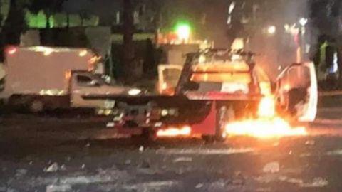 Choferes se enfrentan e incendian 5 vehículos