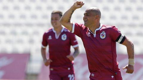 Humberto Suazo rompe en llanto al conseguir gol 100
