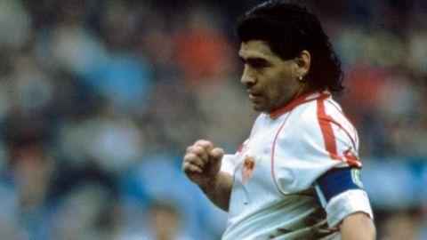 El día que Maradona se rindió a su marcador en el viejo Carlos Tartiere