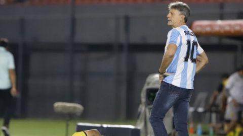 Técnico de Grémio honra a Maradona, en triunfo sobre Guaraní