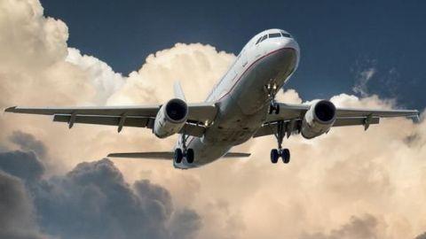 United Airlines empieza a transportar vacunas de Pfizer contra el COVID-19