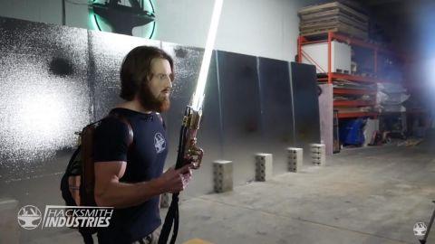 Canal de YouTube crea sable láser de Star Wars