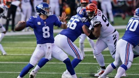 Giants llegan al primer lugar pero pierden a Daniel Jones