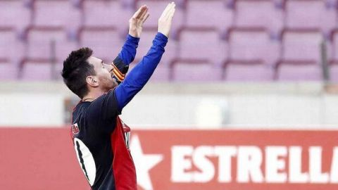 Messi fue multado por el homenaje que le hizo a Maradona