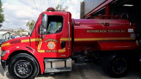 Por tandeos de agua, bomberos batallan para abastecer pipas