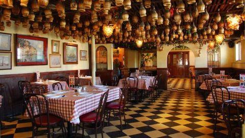 Buscan restaurantes poner mesas en banquetas para sobrevivir