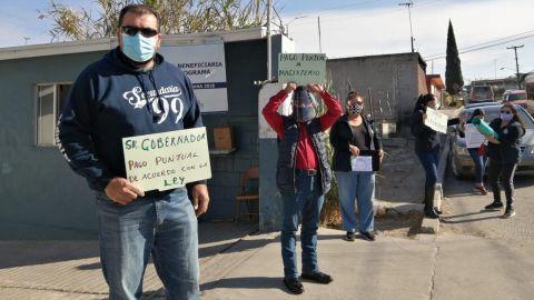 Maestros realizan paro de labores como protesta por incumpliendo de pagos