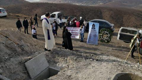 Comunidad Tijuanense da sepultura a Dulce María ''la niña de las hielera''
