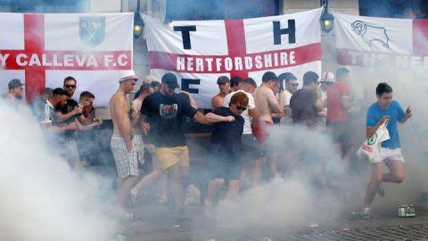 Sentencian a 2 rusos por agredir a inglés a Eurocopa 2016